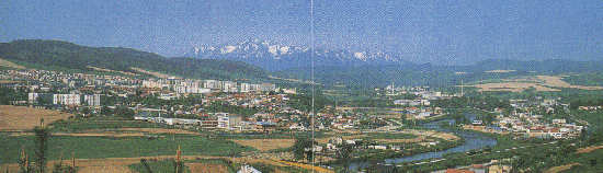 Sight at Stara Lubovna, in the backround HighTatras(19397 bytes)